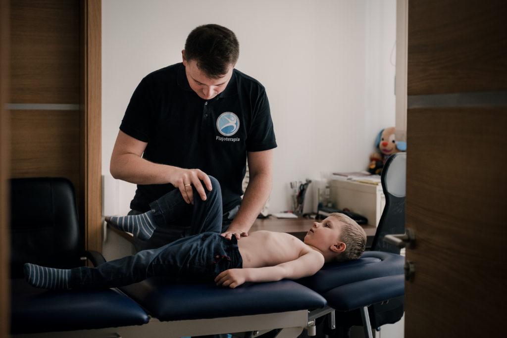 Badanie które jest tutaj przedstawione pokazuje diagnostykę, która musi zostać rozszerzone o badanie manualne przy wykorzstaniu współpracy specjalisty, którym jest - ortopeda katowice. To właśnie on odpowiada za specjalistyczną pomoc i może okazać się niezbędny do zakończenia procesu leczenia.